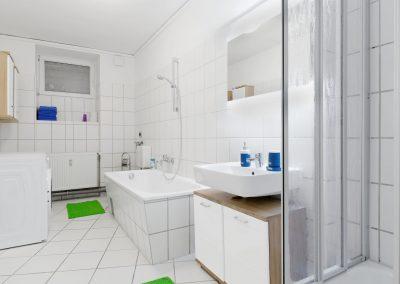 Monteurzimmer Badezimmer mit Dusche