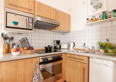 Küche mit elektrischen Geräten