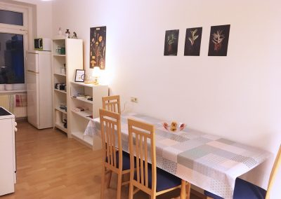 Große Küche mit Sitzgelegenheiten