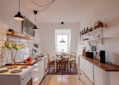 Monteurzimmer Küche und Kochmöglichkeiten und Sitzgelegenheiten