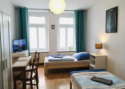 Schlafzimmer mit Einzelbetten, TV und Wifi