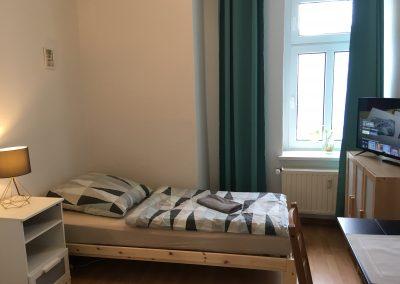 Monteurzimmer Leipzig Bett und TV